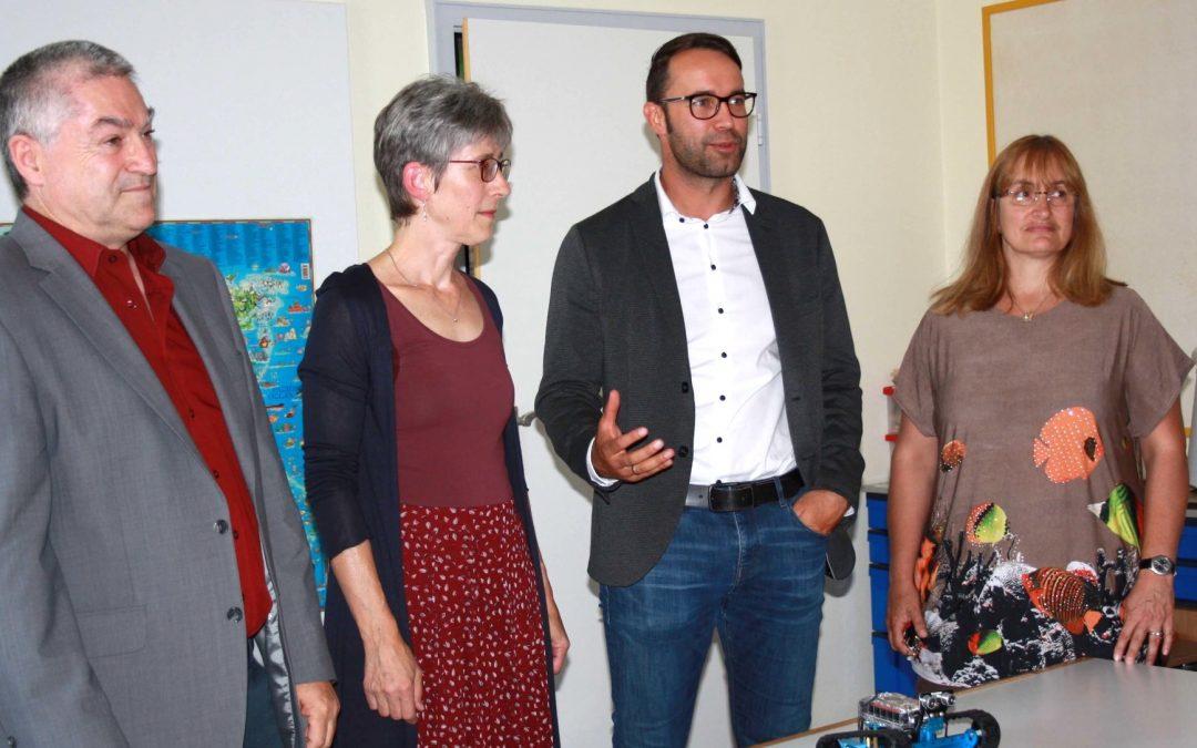 Deisenhofer von digitaler Musterschule beeindruckt