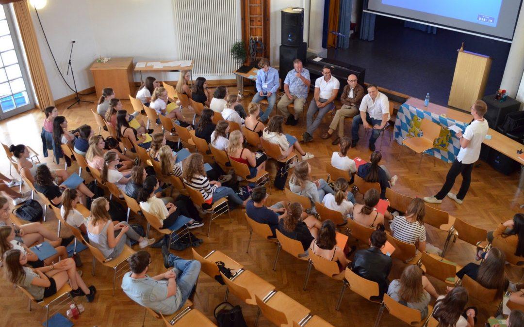 Günzburger Gymnasiastinnen spielen Landtag